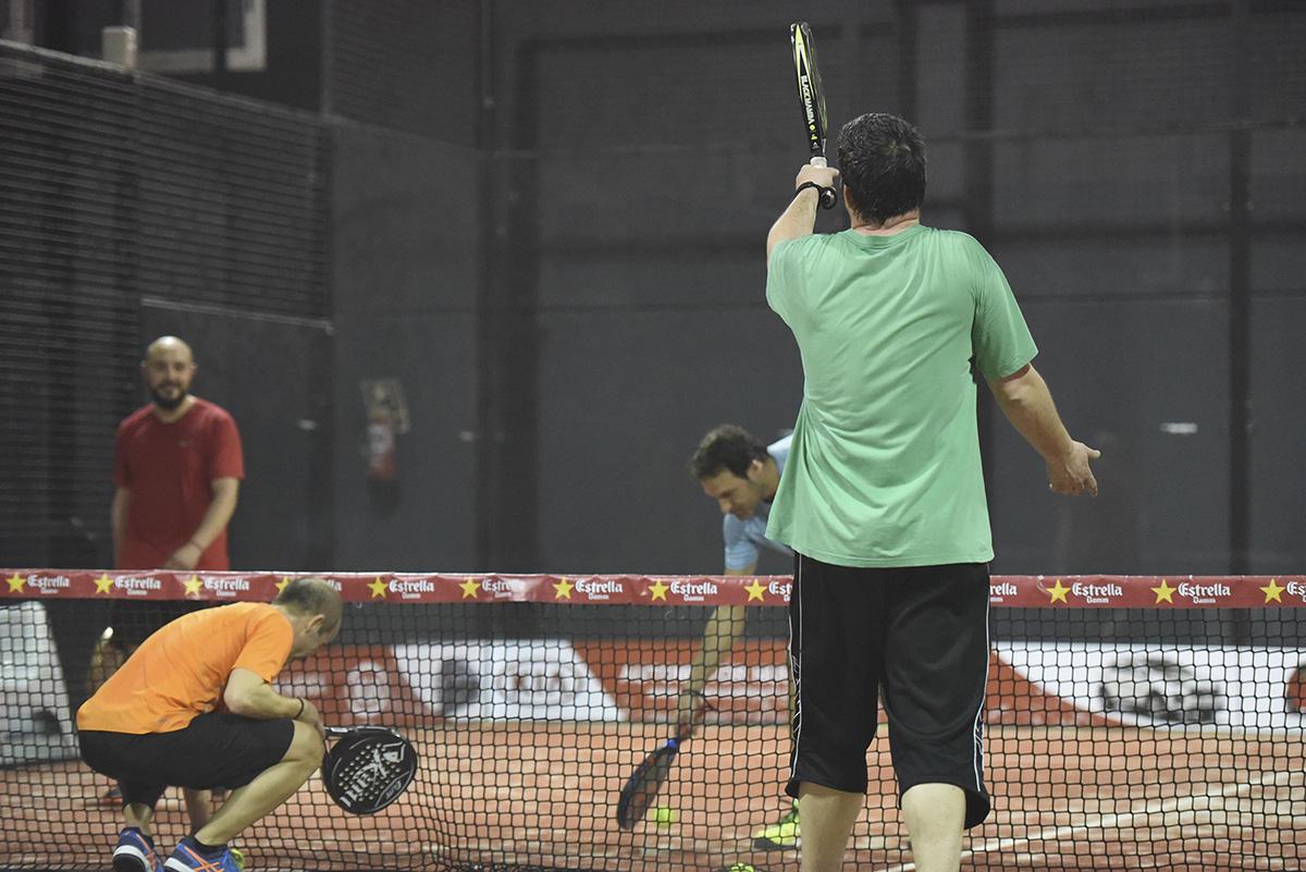 beneficios jugar a padel Indoor Huesca